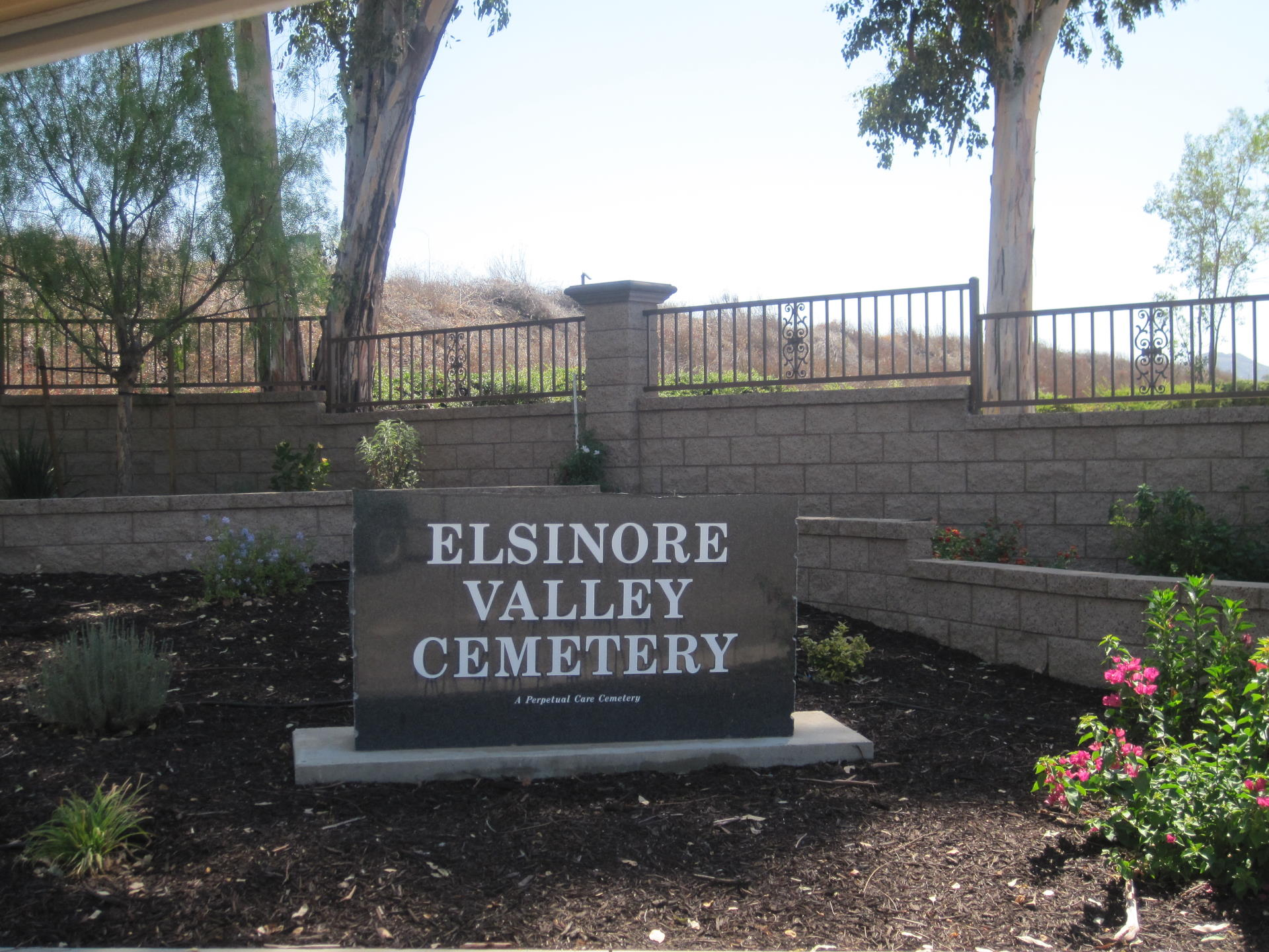 large stone sign saying Elsinore Valley Cemetery